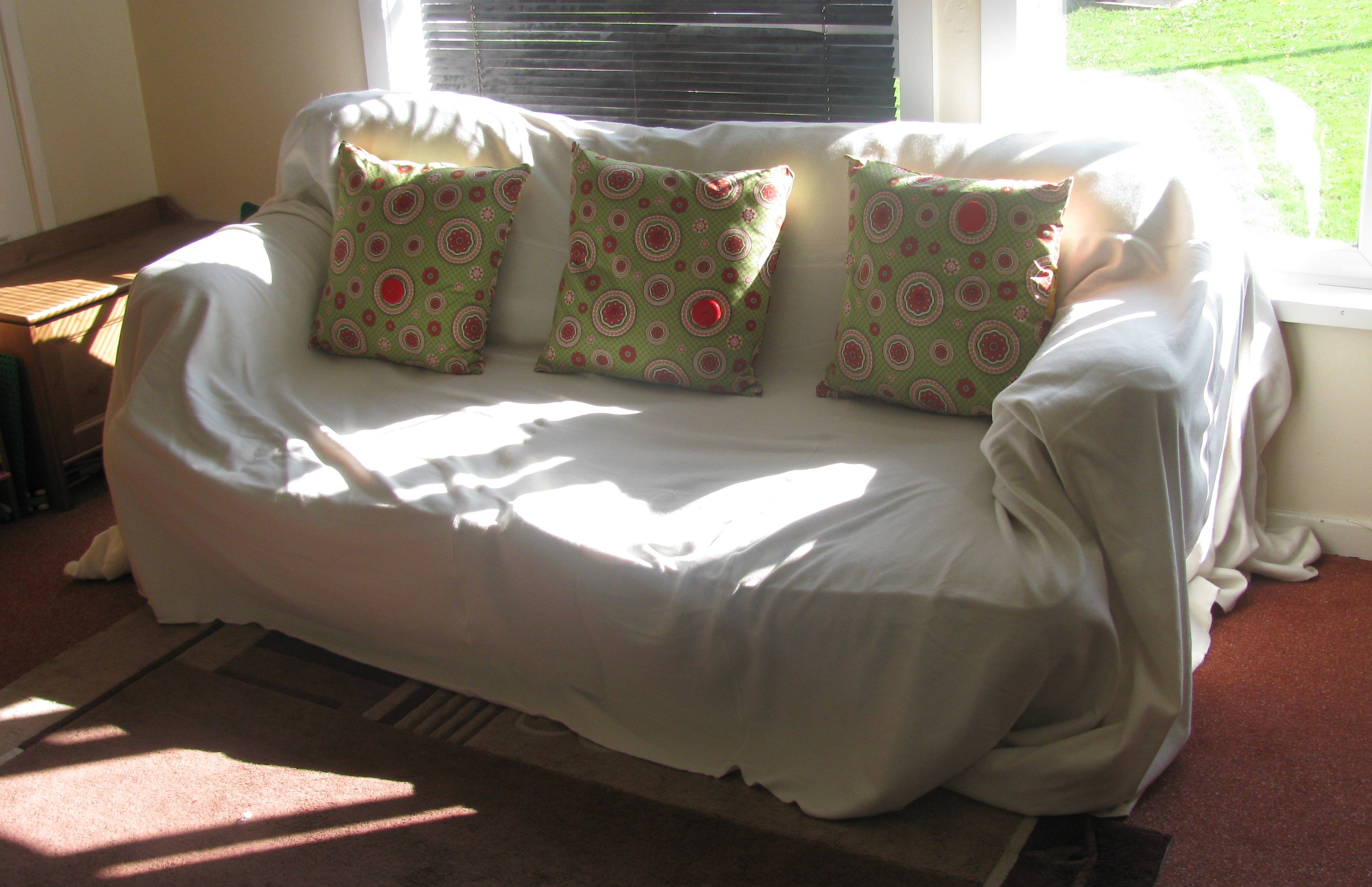 Quick and easy sofa cover using fleece blankets Quarter2Home